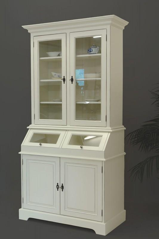 sch nes k chenbuffet im landhausstil in cremeweiss schr nke buffetschr nke. Black Bedroom Furniture Sets. Home Design Ideas