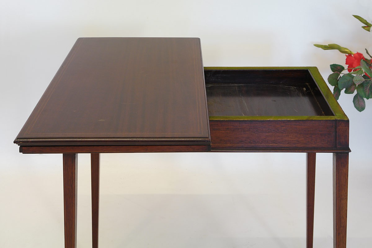 englischer spieltisch aus mahagoni um 1900 tische spieltische. Black Bedroom Furniture Sets. Home Design Ideas
