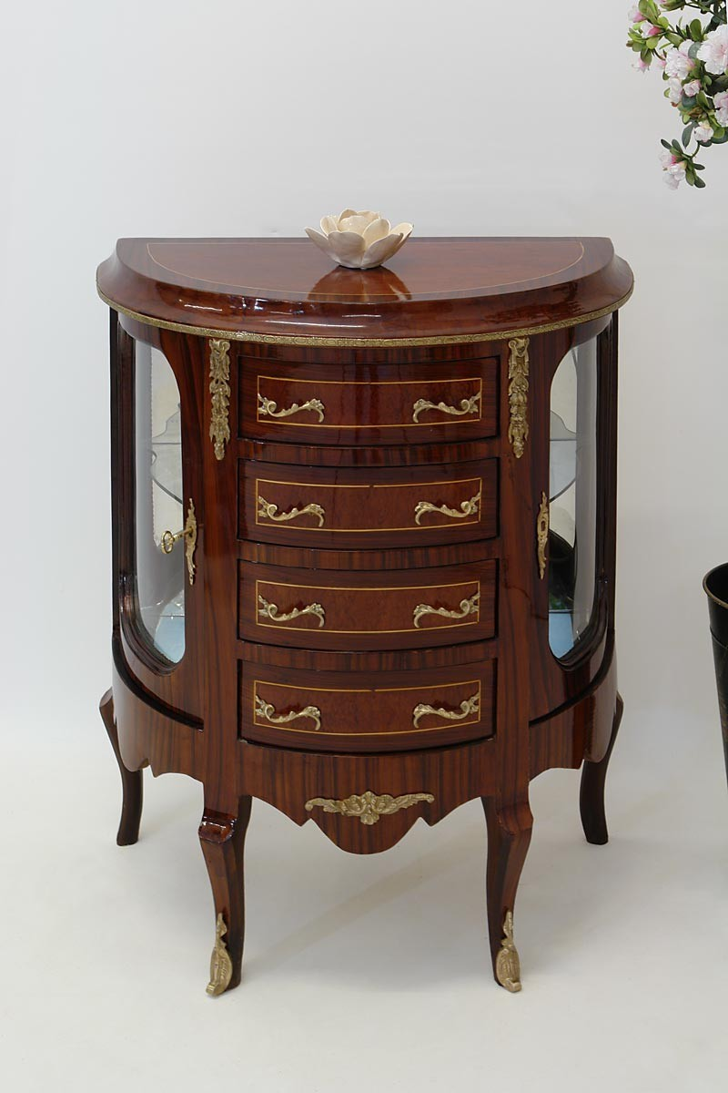 au ergew hnliche vitrine im barock stil mit intarsien schr nke vitrinen. Black Bedroom Furniture Sets. Home Design Ideas