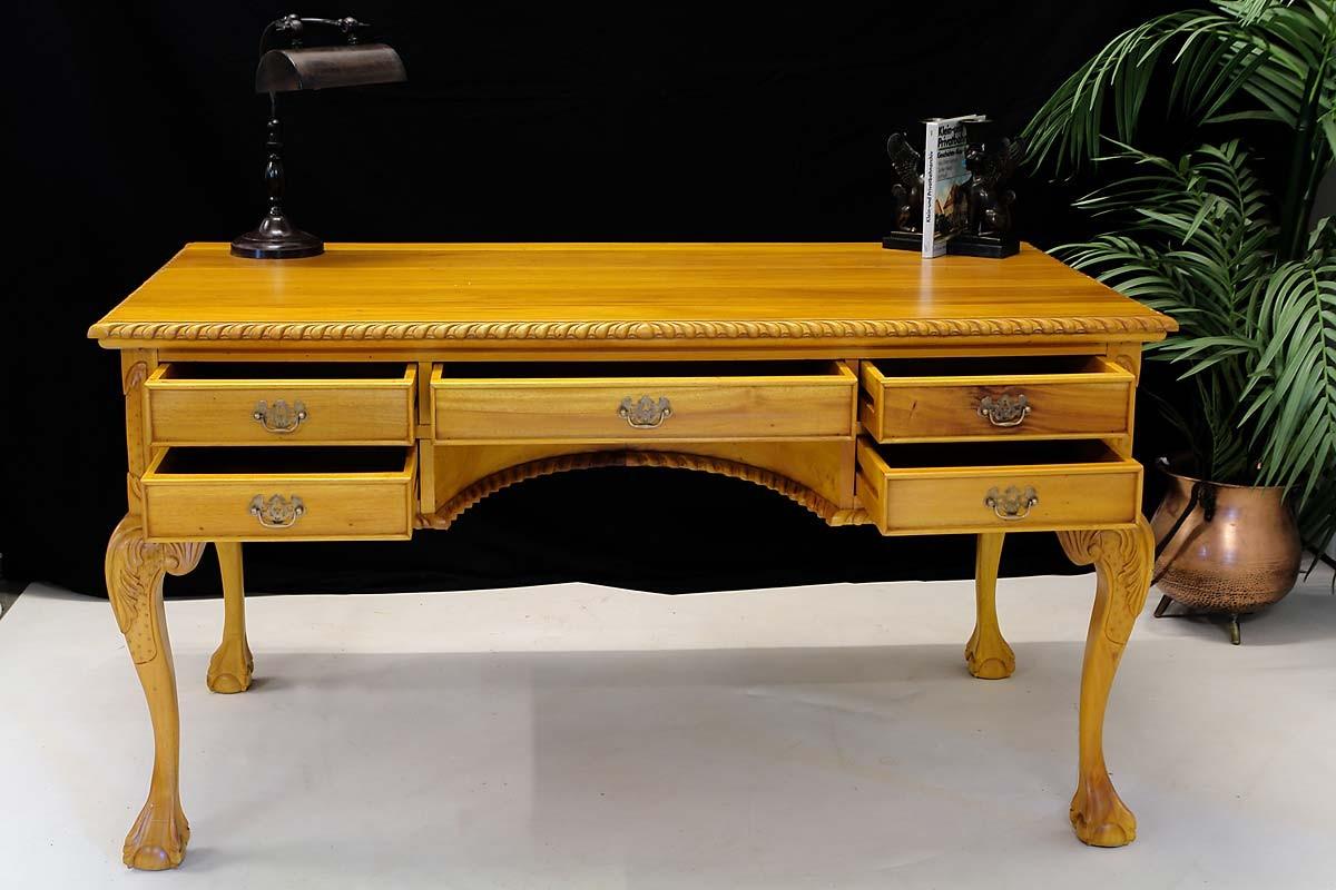 schreibtisch im chippendale stil aus mahagoni im. Black Bedroom Furniture Sets. Home Design Ideas