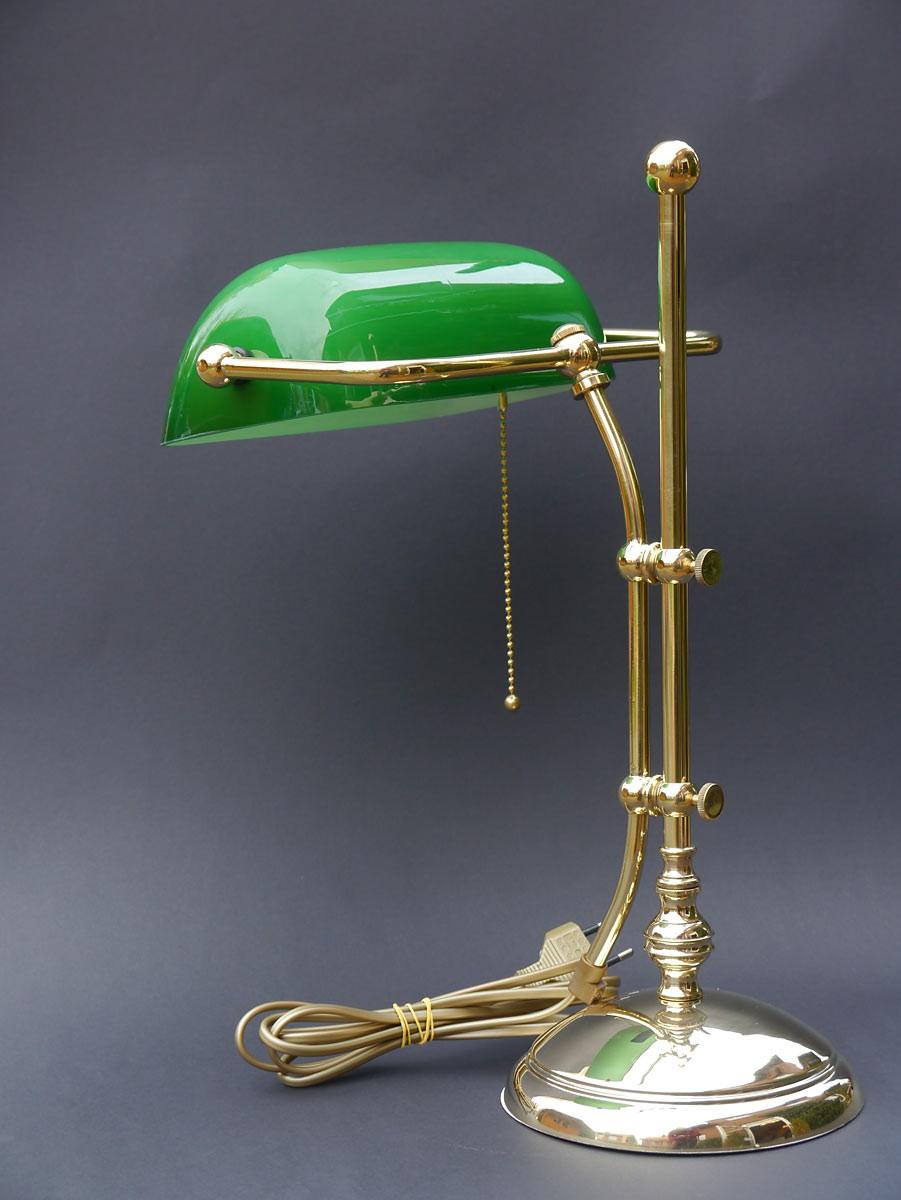 Bankerlampe aus messing mit gr nem glasschirm lampen for Hochwertige tischlampen