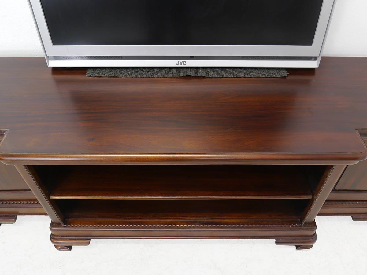 tv schrank im antiken stil massivholz kommoden und. Black Bedroom Furniture Sets. Home Design Ideas