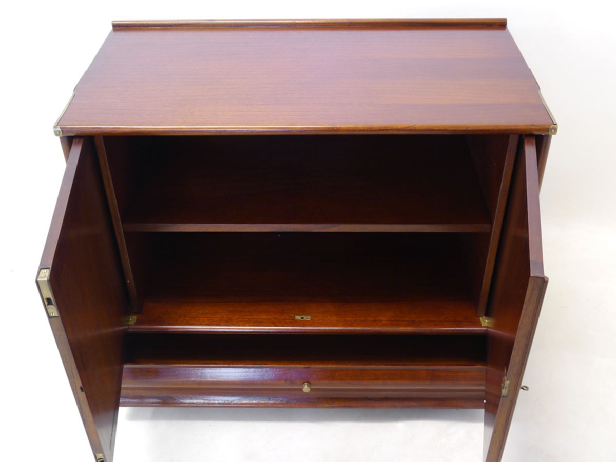 tv schrank mahagoni m bel design idee f r sie. Black Bedroom Furniture Sets. Home Design Ideas