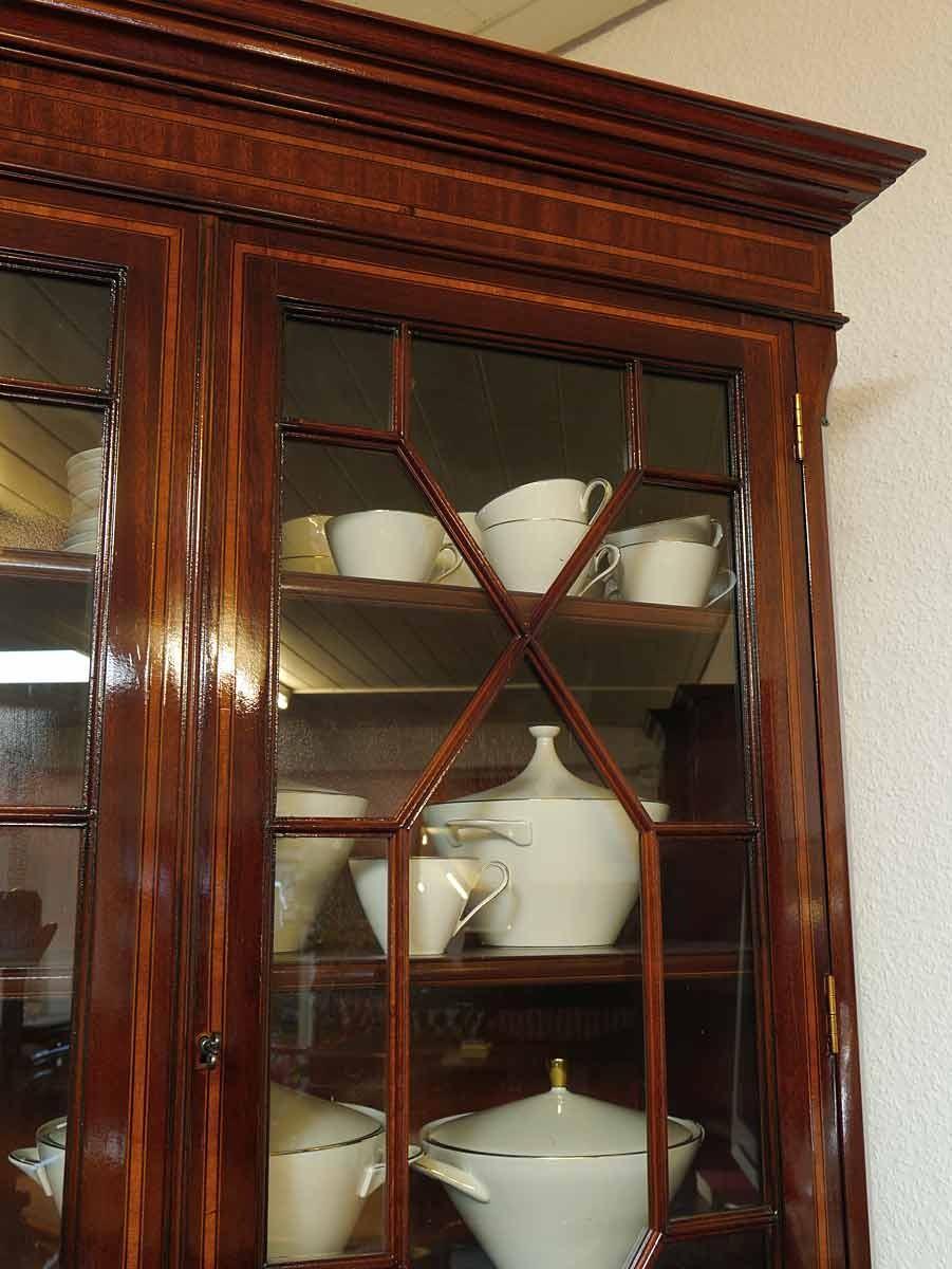 vitrinenschrank b cherschrank englischer stil mahagoni intarsien schr nke buffetschr nke. Black Bedroom Furniture Sets. Home Design Ideas