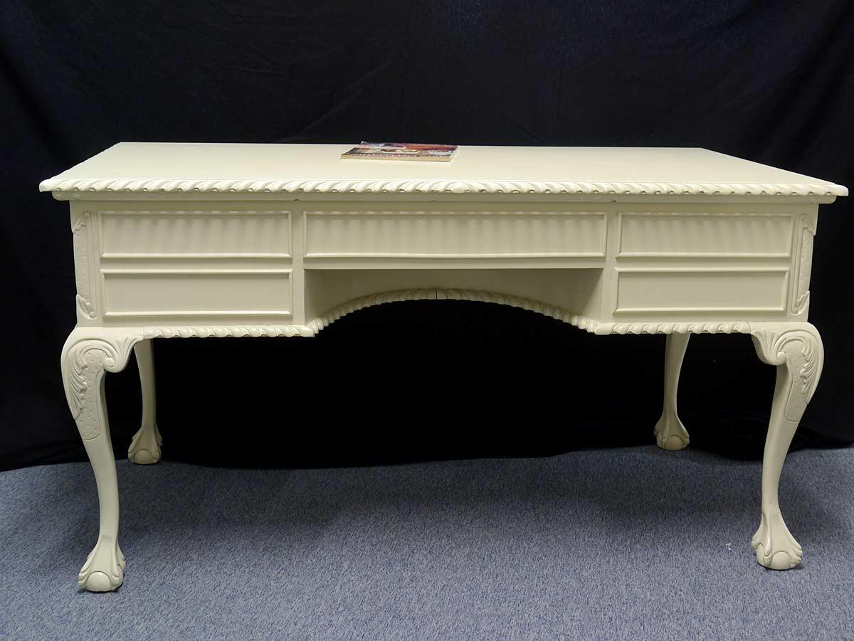 schreibtisch im chippendale stil cremewei aus massivholz. Black Bedroom Furniture Sets. Home Design Ideas
