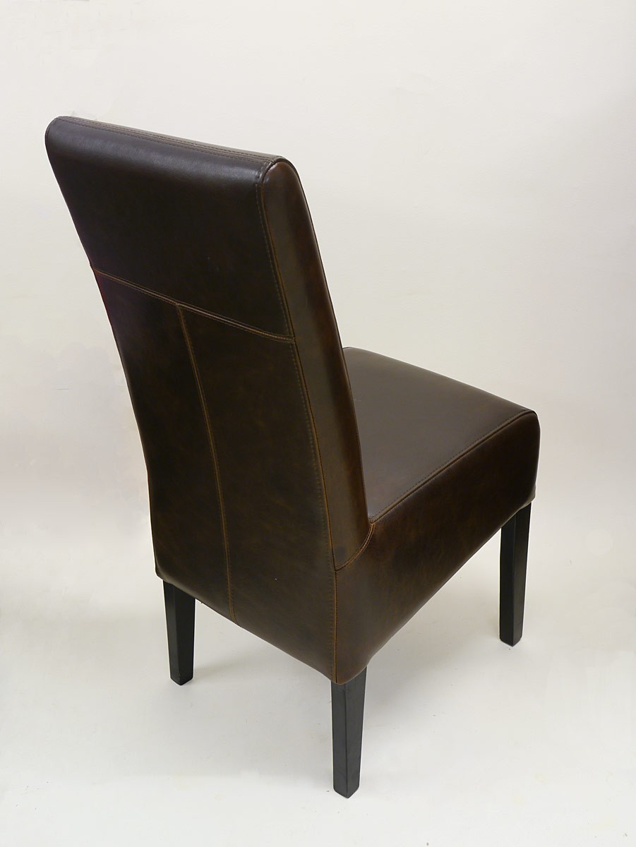 lehnstuhl mit braunem leder im zeitlosen design sitzm bel st hle. Black Bedroom Furniture Sets. Home Design Ideas