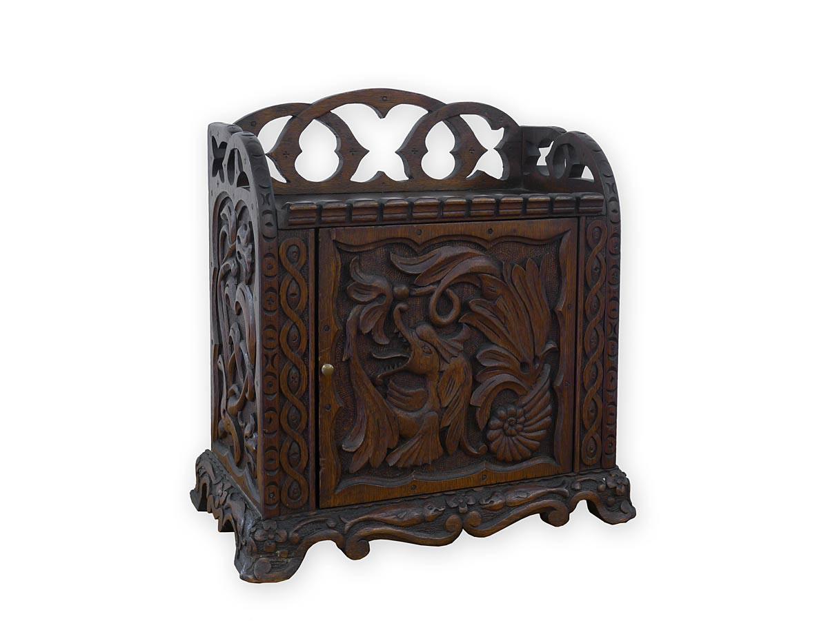 h ngeschrank tabernakel h ngeschr nkchen antik. Black Bedroom Furniture Sets. Home Design Ideas