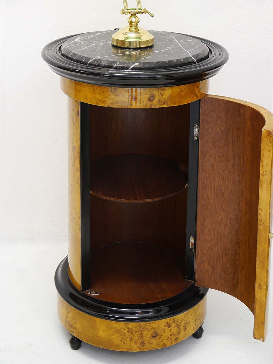 stilvoller runder nachtschrank im antik stil kommoden und anrichten nachtkonsolen. Black Bedroom Furniture Sets. Home Design Ideas