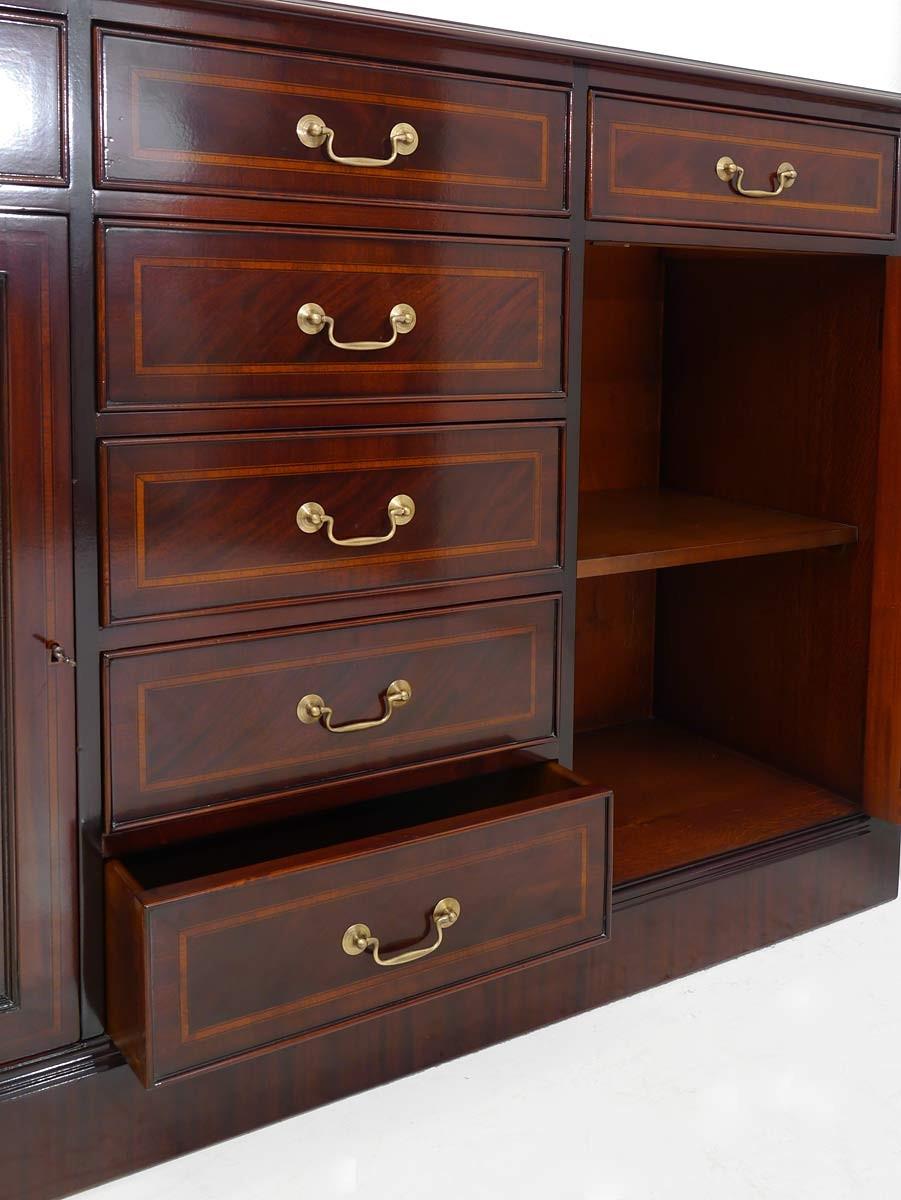 sideboard englischer stil mahagoni mit intarsien kommoden und anrichten sideboards anrichten. Black Bedroom Furniture Sets. Home Design Ideas