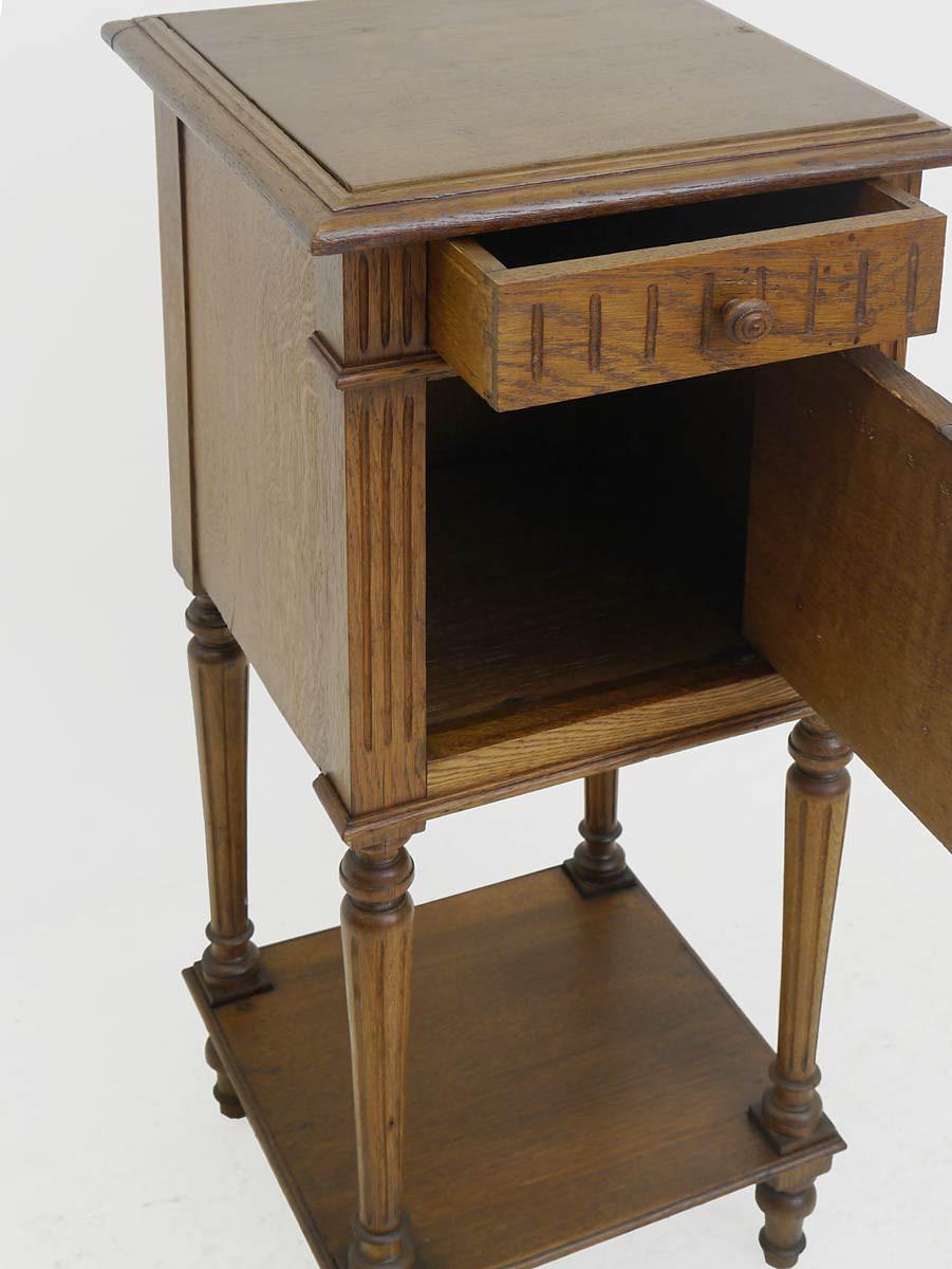 nachtschrank nachtkonsole nachttisch gr nderzeit um 1880 eiche 3847. Black Bedroom Furniture Sets. Home Design Ideas