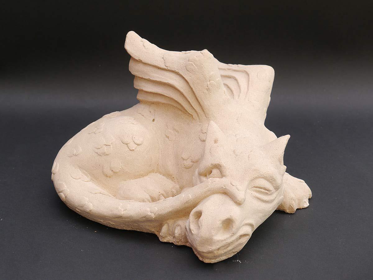 Dekorative sandstein figur eines kleinen drachen figuren for Figuren aus sandstein