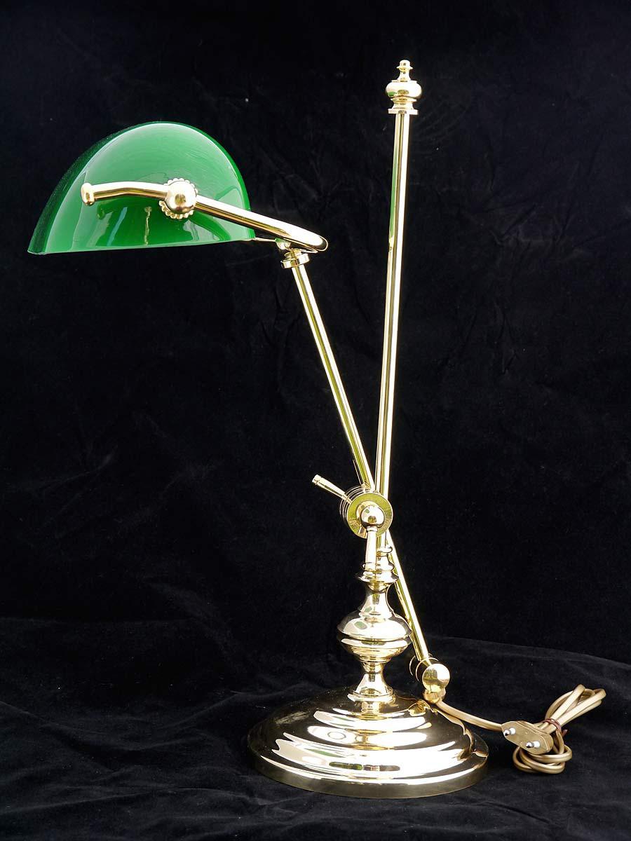 bankerslampe aus messing mit gr nem glasschirm lampen tischlampen. Black Bedroom Furniture Sets. Home Design Ideas