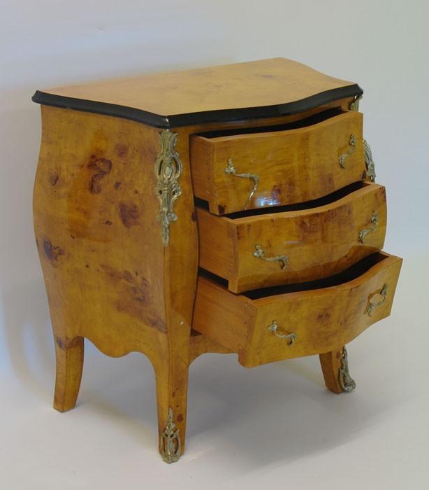 kommode barock stil vogelaugenahorn kommoden und anrichten kommoden. Black Bedroom Furniture Sets. Home Design Ideas